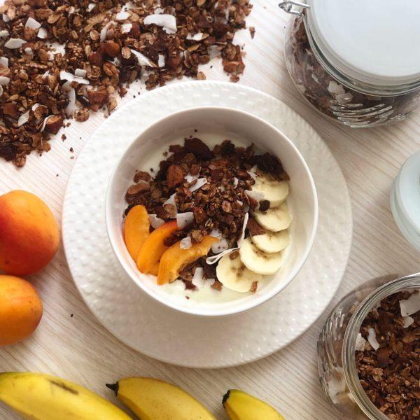 Domácí čokoládová granola s kokosem