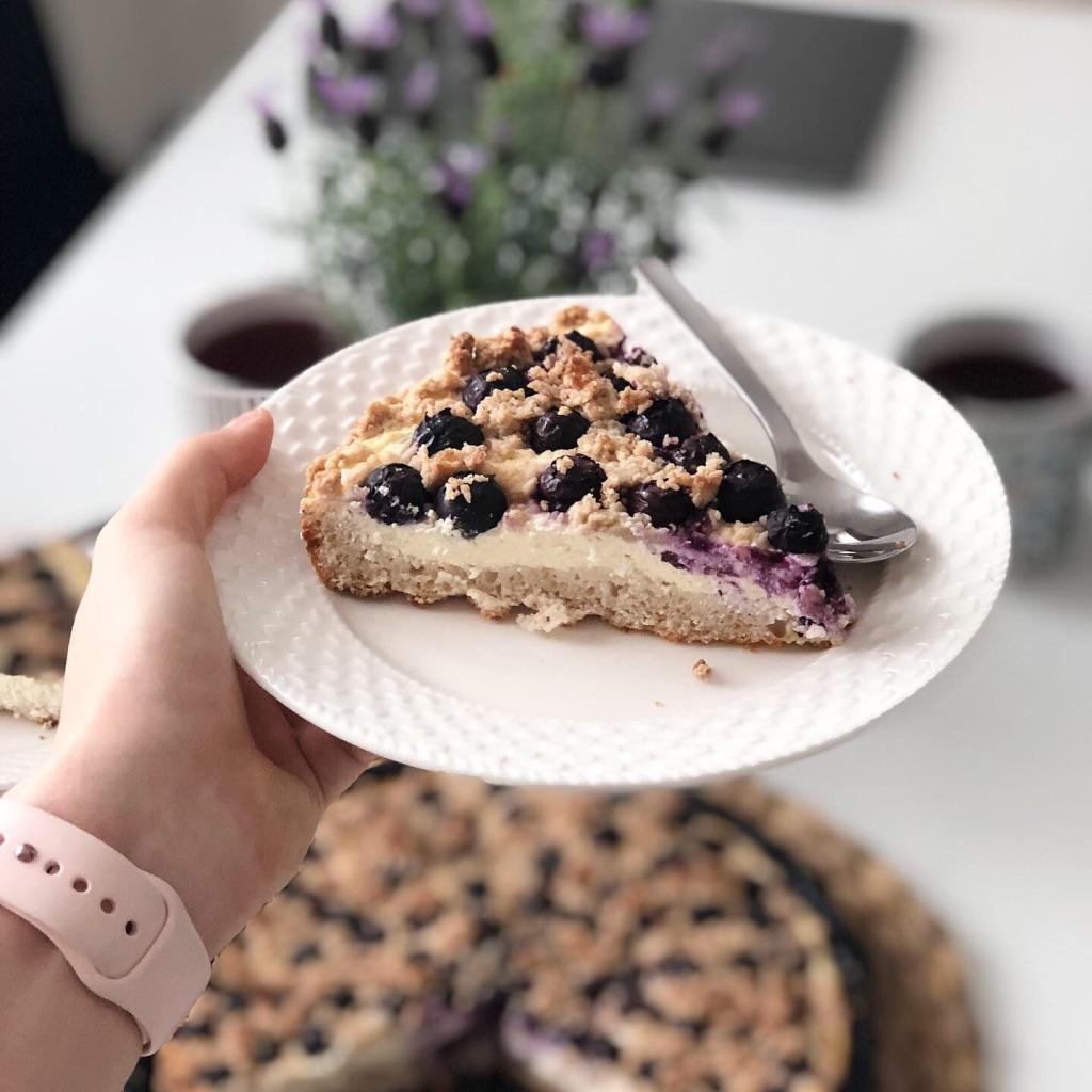 Rýžovo-pohankový borůvkový koláč s tvarohem
