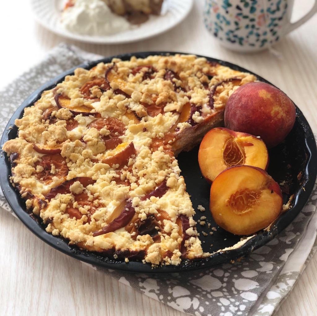 Špaldovo-tvarohový koláč s meruňkami a broskvemi